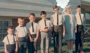 KidsAtHouseBobsFirstComm1965
