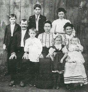 Stephan and Kata Kalish family. 1906.
